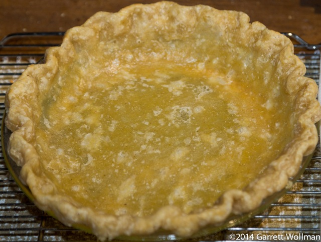 Patrially prebaked cornmeal crust