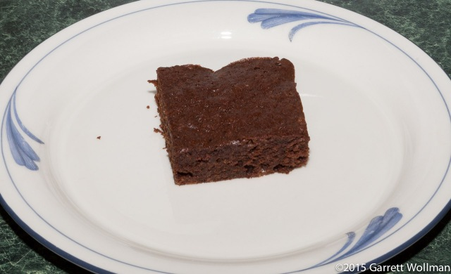 Single brownie on a dessert plate