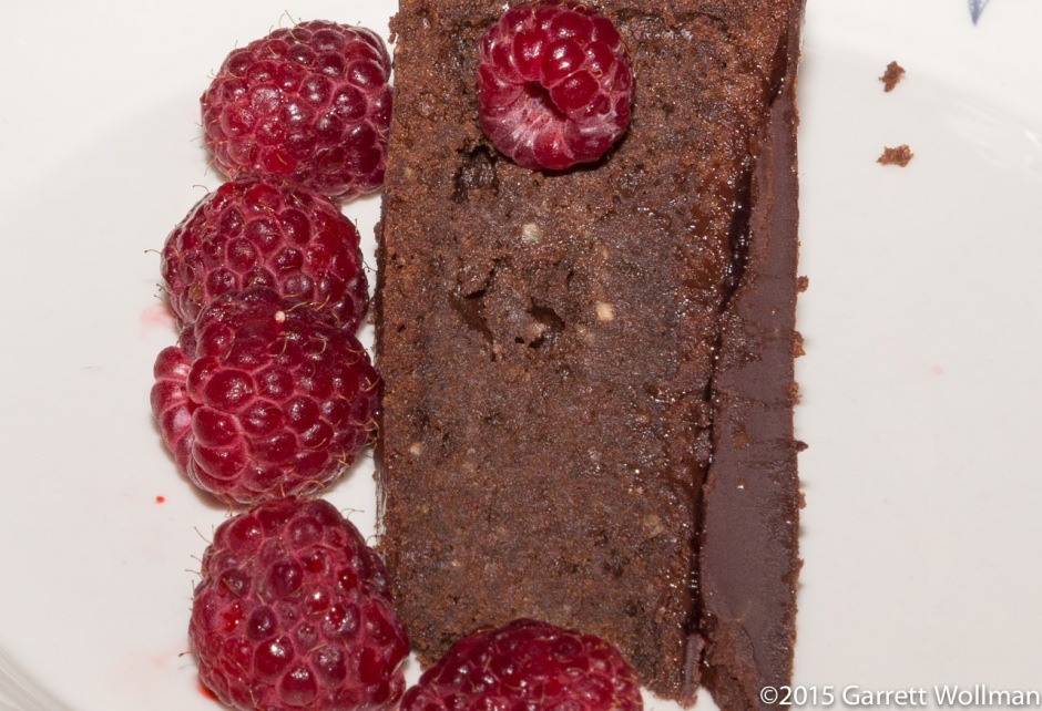 Featured photo: torte with raspberries