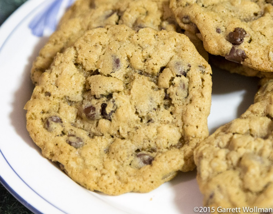 Cookies on a plate, fluorescent light, f/4