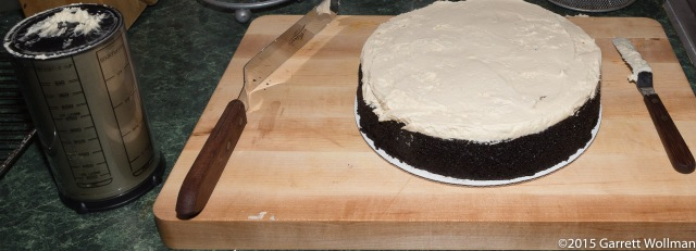 Filling the cake with frosting (1½ cups)