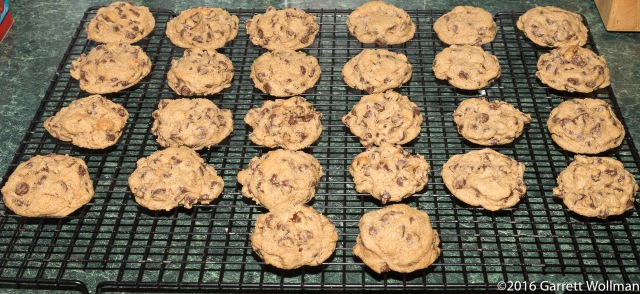 All 26 cookies cooling on wire rack