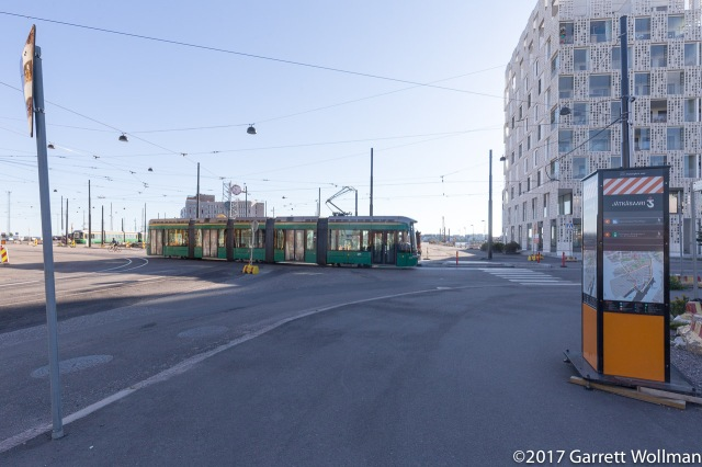 8 tram coming out of the loop and heading north toward Ruoholahti